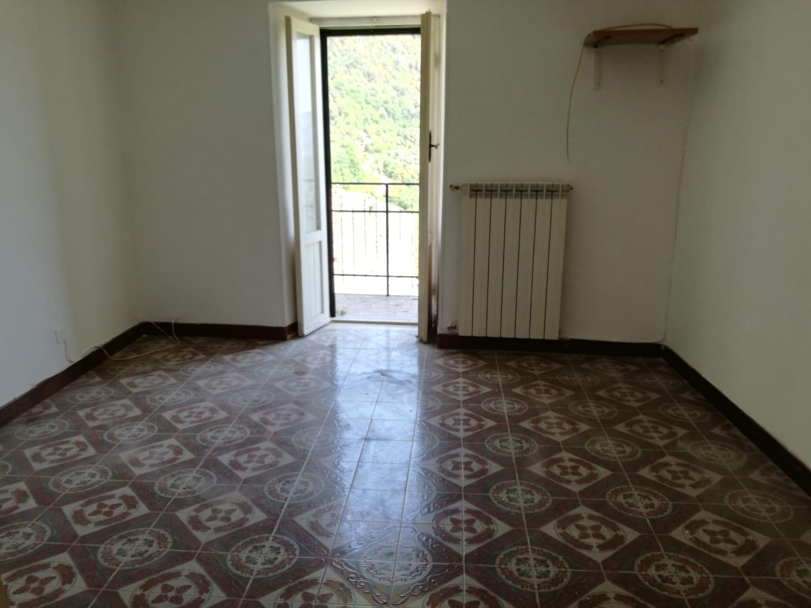 Giuliano di Roma, 3 locali 60 mq centrale con doppio ingresso
