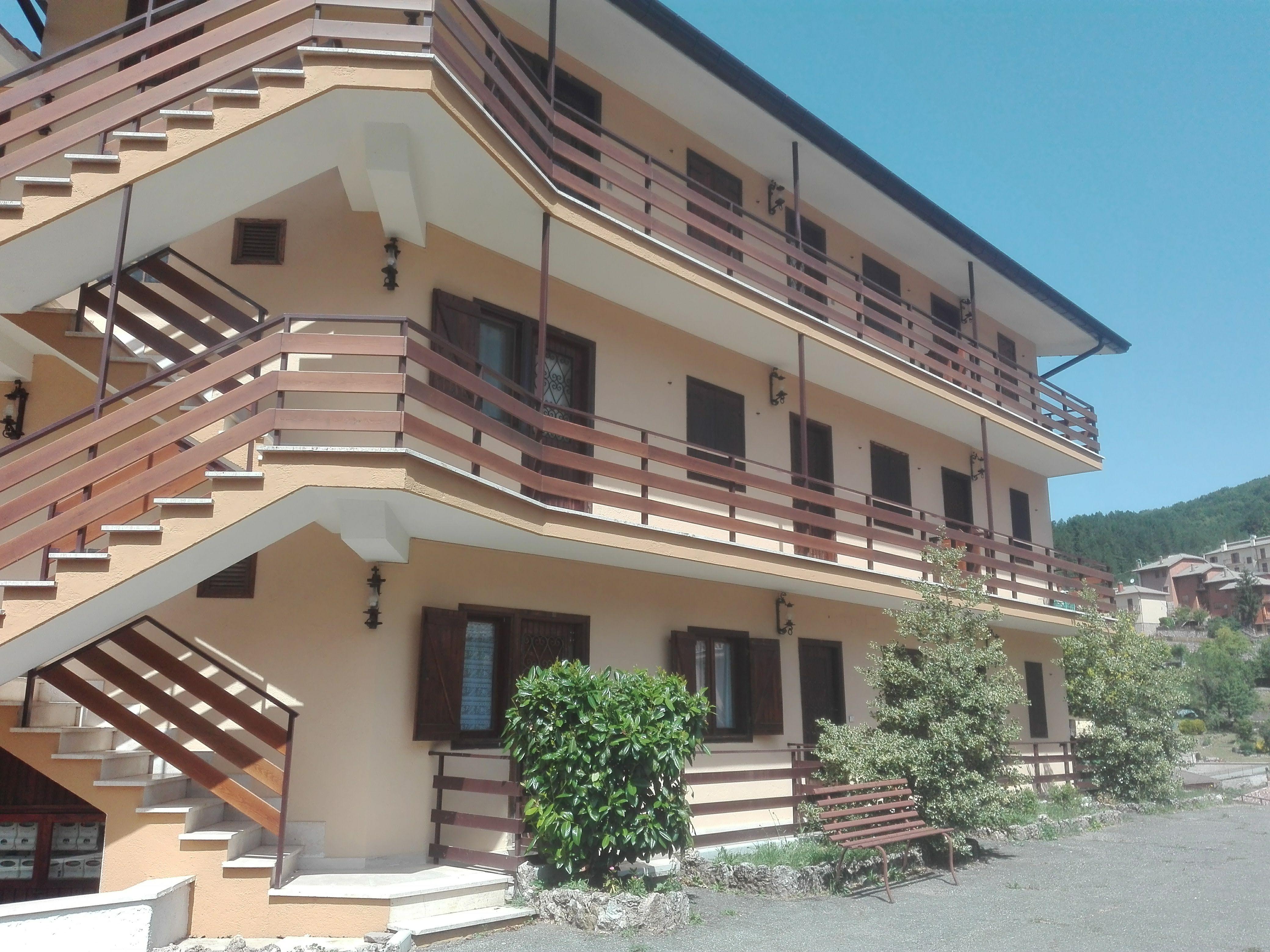 Filettino. Trilocale centrale con giardinetto pavimentato