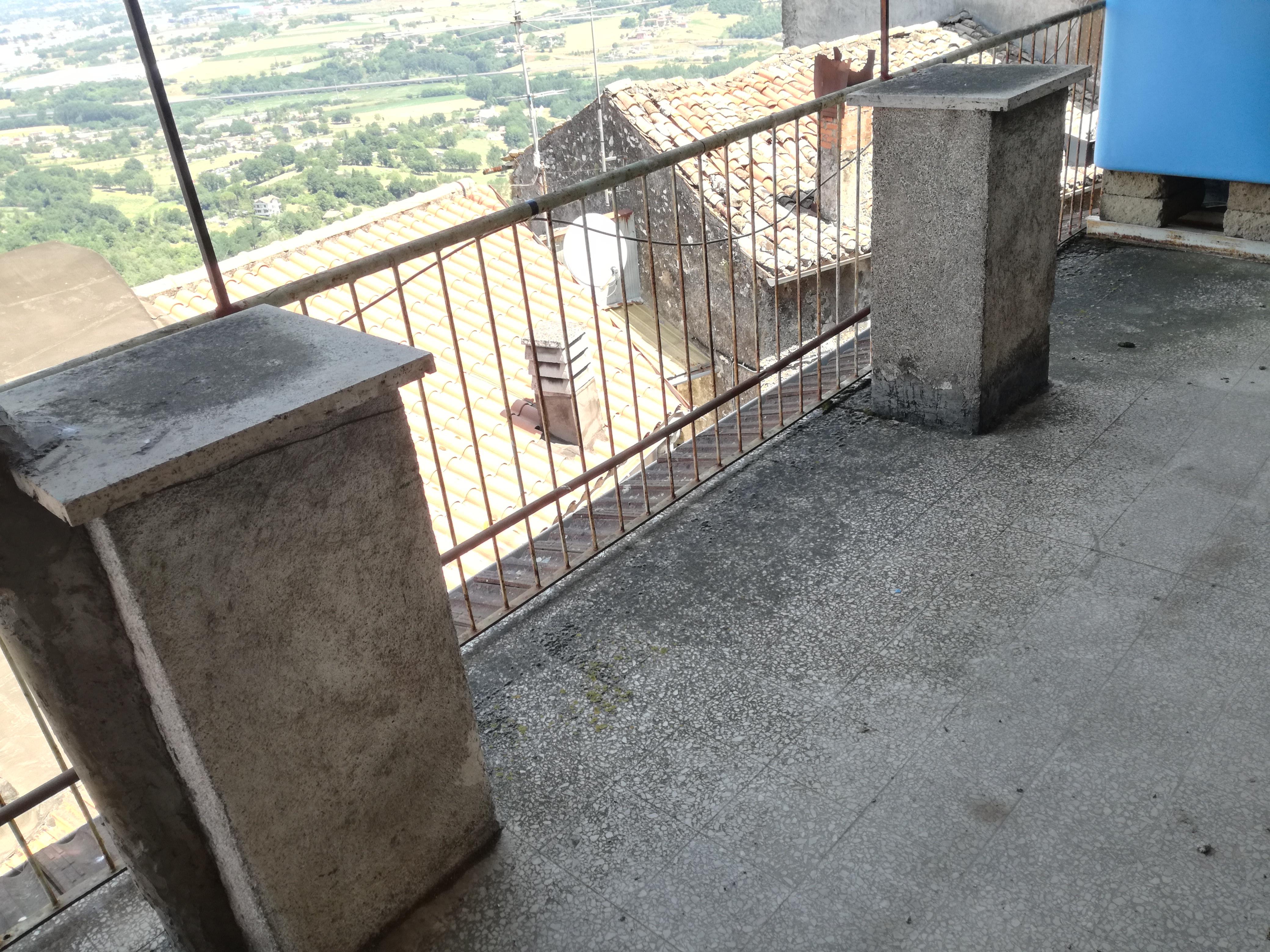 Sgurgola, terracielo con balcone e terrazzo