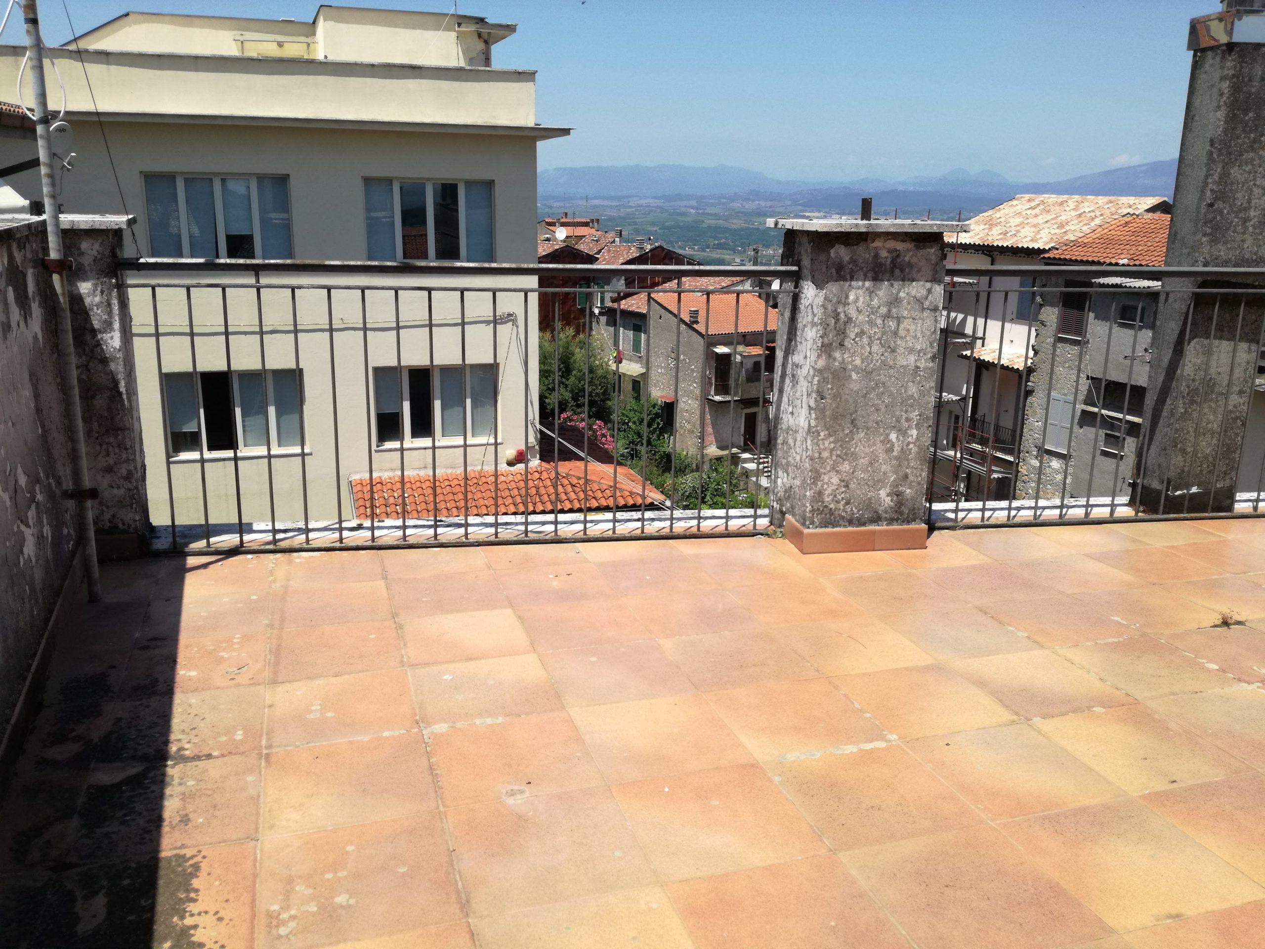 Sgurgola, cielo terra con garage e terrazzo, 140 mq
