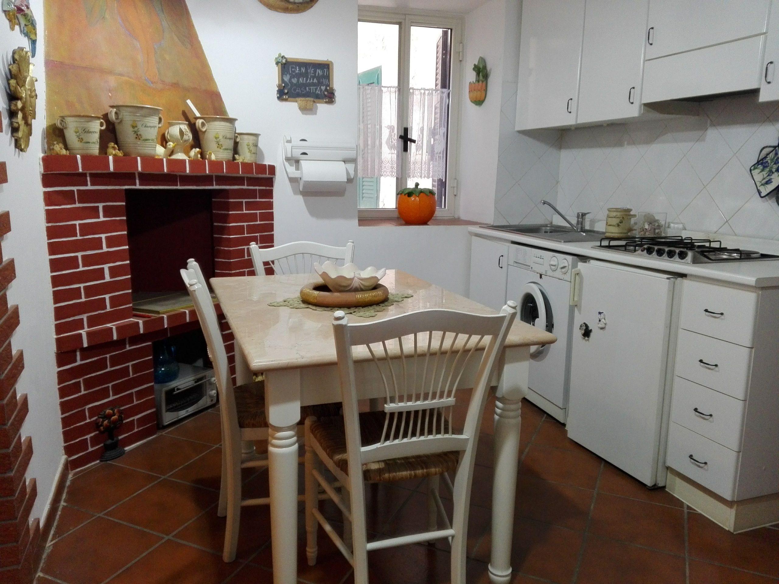 Giuliano di Roma, appartamento ristrutturato con camino
